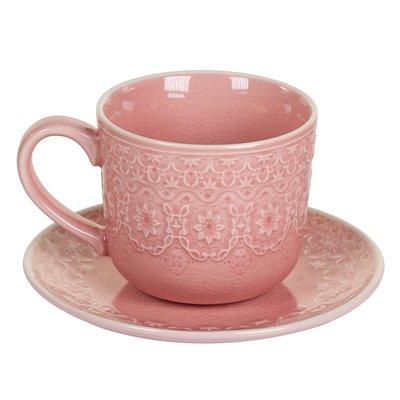 Taza de té con plato coral