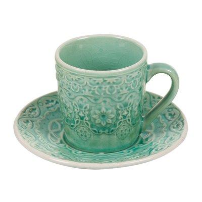 Taza de café con plato verde