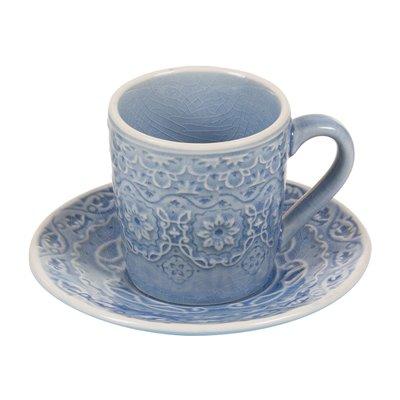 Tazza di caffè con piatto blu