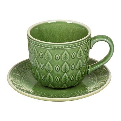 Xícara de café com placa prato verde natural
