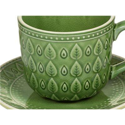 Taza de café con plato natural verde
