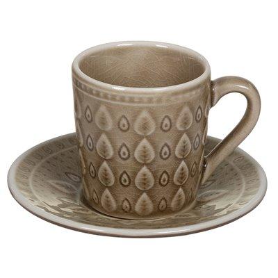 Tasse à thé avec un plat naturel brun