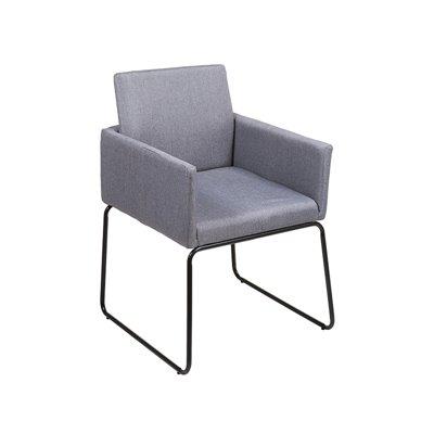 Grauer Sessel und schwarze Beine