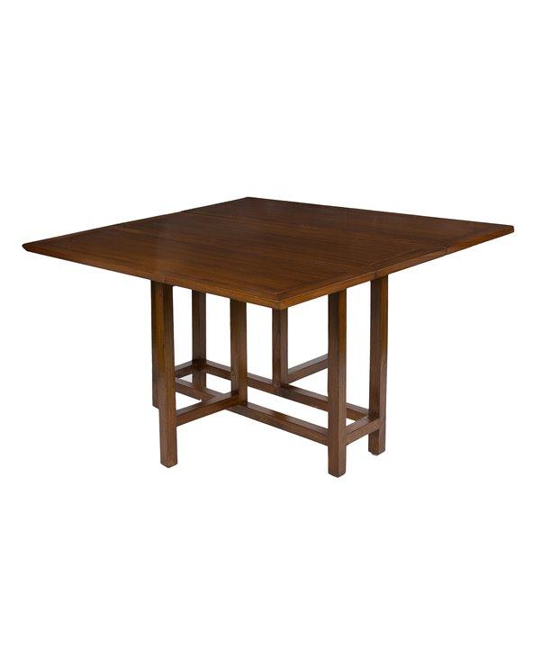 Table carrée livre