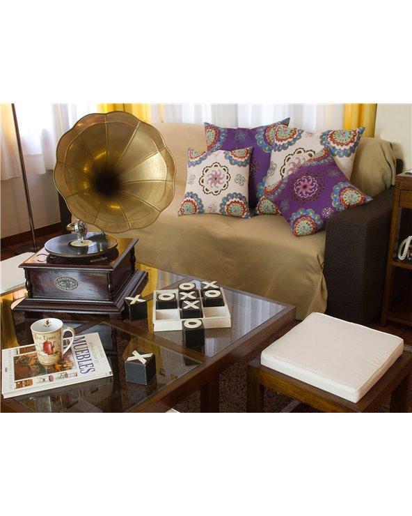 Gramófono cuadrado latón